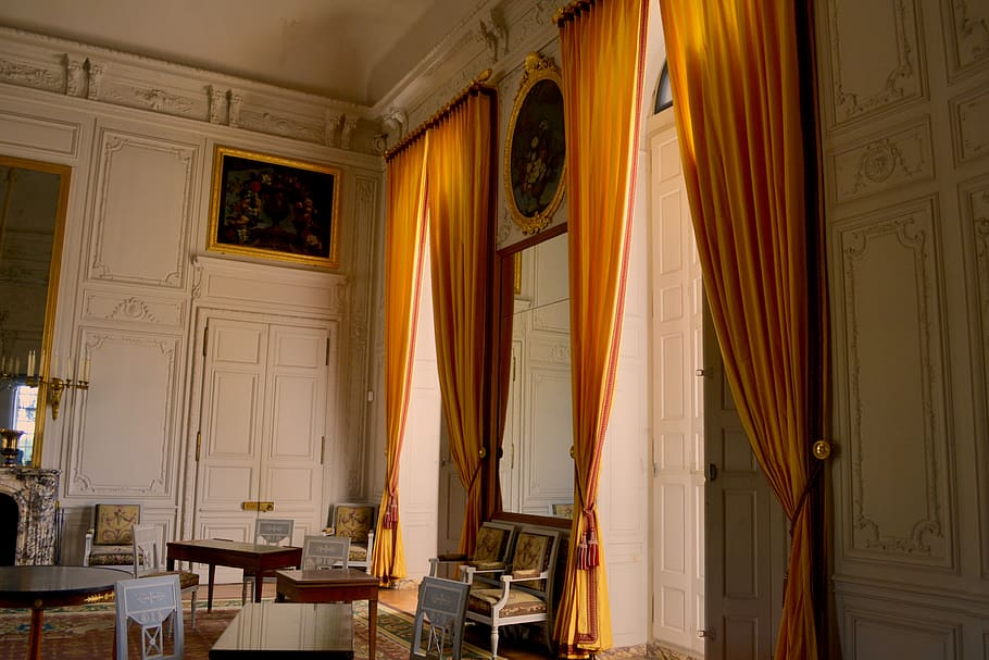 Can Sheer Drapes in Seguin Be Used Throughout the Year?
