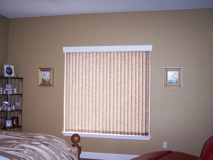 How Vertical Blinds in Nampa Offer Temperature Benefits Throughout the Year