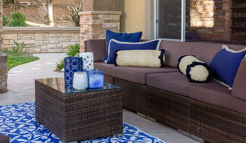 blue-patio-decor